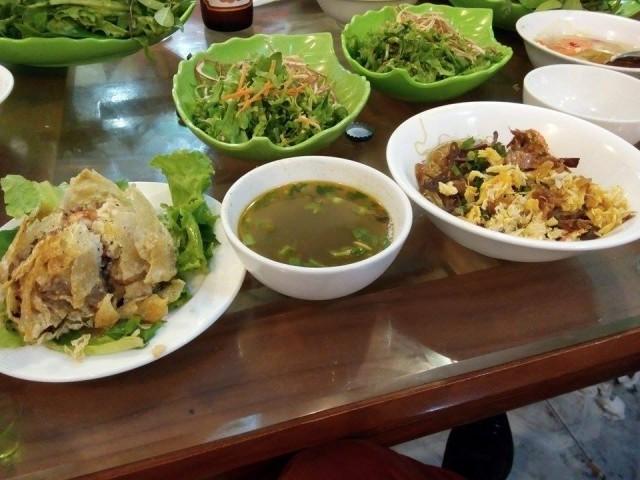 """料理名は分かりませんが、ベトナム第三の都市""""Hai Phong""""の料理です。蟹が入っており、とてもおいしいです。"""
