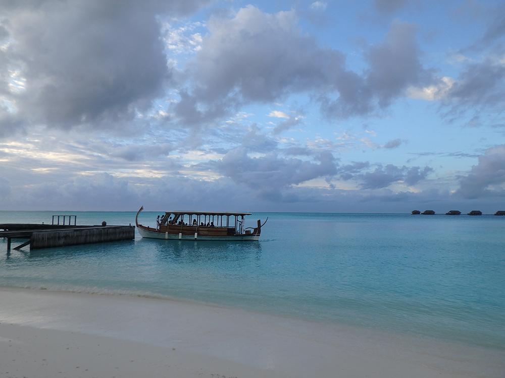 2つの島で構成されているリゾートだったので、 ドーニと呼ばれる船で、もう一つの島と行き来しました。